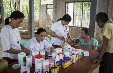 RNDM Sisters Helen, Rosa and Margaret work as a team as they  perform health checkups and give medicenes to families from the rubber plantation. All the families that live and work on the plantation  are Catholic Karen families who were displaced by fighting between rebels and the government.