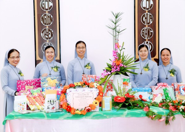 Perpetual Profession VNM 29 Dec 2016 left to right : Hieu Thao, Minh Thao, Thien Trang, Minh Hanh and Huyen